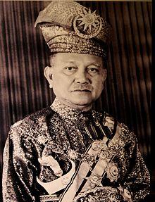 Его Королевское Высочество Туанку Абдул Рахман Ибни Аль-Мархум Туанку Мухаммад.  Королевская галерея Туанку Джаафар, Серембан.jpg