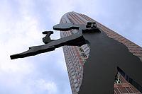 Hammering Man vor Messeturm.jpg