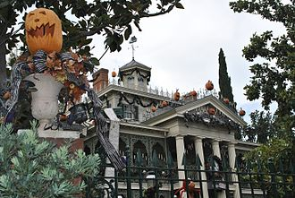 The Haunted Mansion - Disneyland's Haunted Mansion Holiday
