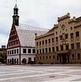 Hauptmarkt, Zwickau, DDR. Gewandhaus und Rathaus,Aug 1989 (4650447740).jpg