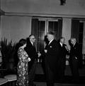 Hein Israël Waterman shaking hands2.png