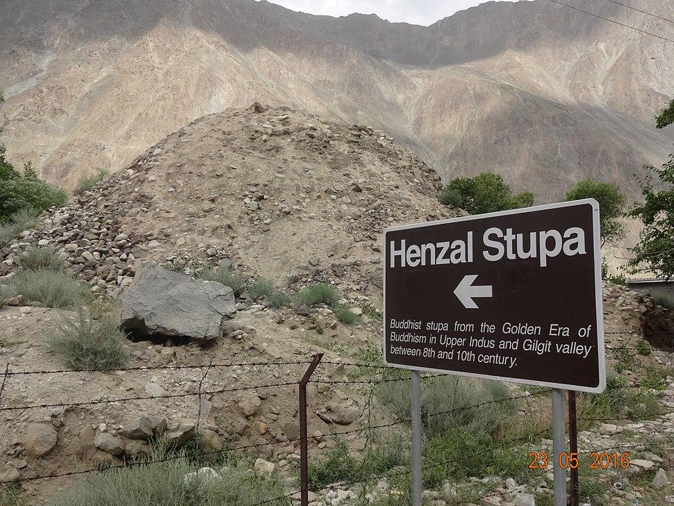 Henzal Stupa Gilgit.jpg