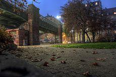 Hirschbrücke vom Spielplatz aus - panoramio.jpg