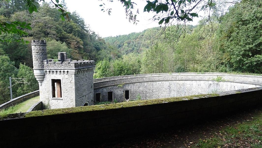 Vestiges de l'ancienne halte royale d'Ardenne. (Belgique, Région wallonne, province de Namur).