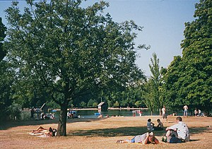 English: Hyde Park in a heatwave The second we...