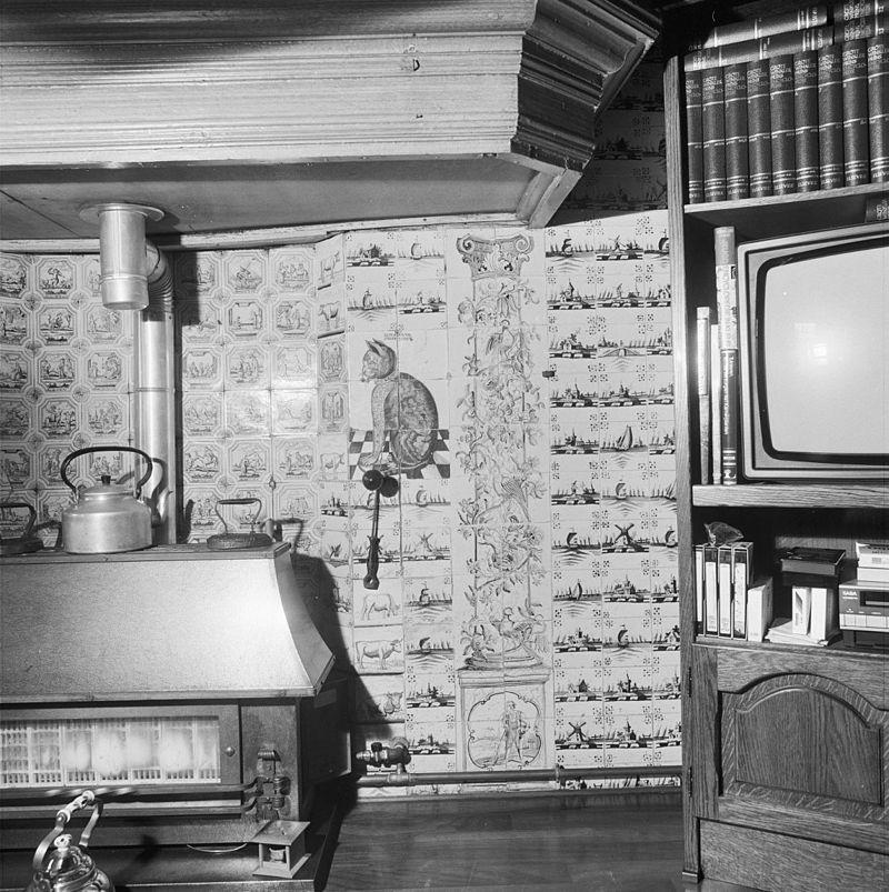 Boerderij in dit pand bevindt zich een woonvertrek met fraaie tableaux van paarse tegels - Hoe een rechthoekige woonkamer te voorzien ...