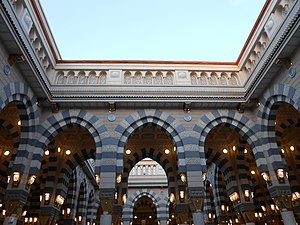Medina - Image: Inside Masjid.e.Nabavi panoramio