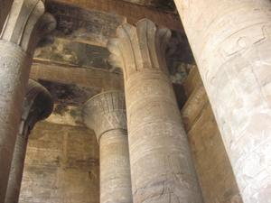 English: Interior of the Temple of Horus at Edfu