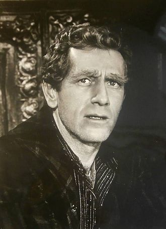 The Odyssey of Flight 33 - Actor John Anderson starred as Captain Farver