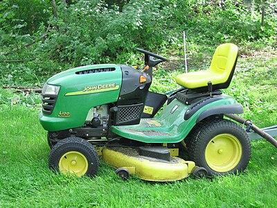 http://upload.wikimedia.org/wikipedia/commons/thumb/f/f4/John_Deere_lawn_mower.JPG/400px-John_Deere_lawn_mower.JPG
