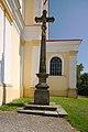 Kříž před kostelem, Pustiměř, okres Vyškov.jpg
