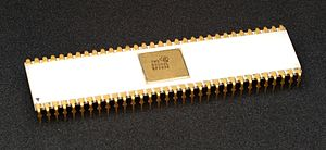 Texas Instruments TMS9900 - TMS9900JL in ceramic package with gold-plated pins