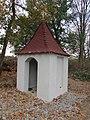 Kaplička u farmy zvané Peklo severně od Pelhřimova (Q67180619) 01.jpg