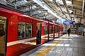 Keikyu Kawasaki Station platform (47985495212).jpg