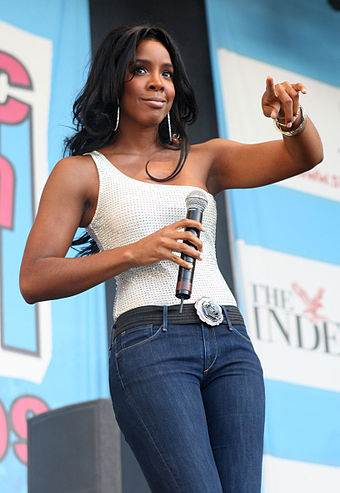 Rowland performing onstage in England in May 2009. Kelly Rowland 4.jpg