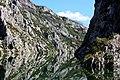 Komanilake Wasserspiegelung der Berge.jpg