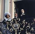 Koningin Juliana en prins Bernhard op het bordes van het stadhuis van Bonn rech, Bestanddeelnr 254-9007.jpg