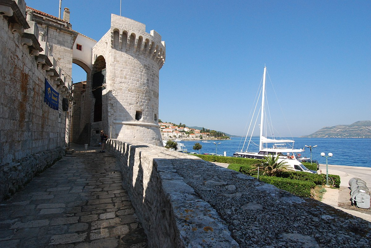 Korčula city wall.jpg