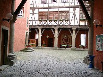 Kuenzelsau Residenzschloss Innenhof.jpg