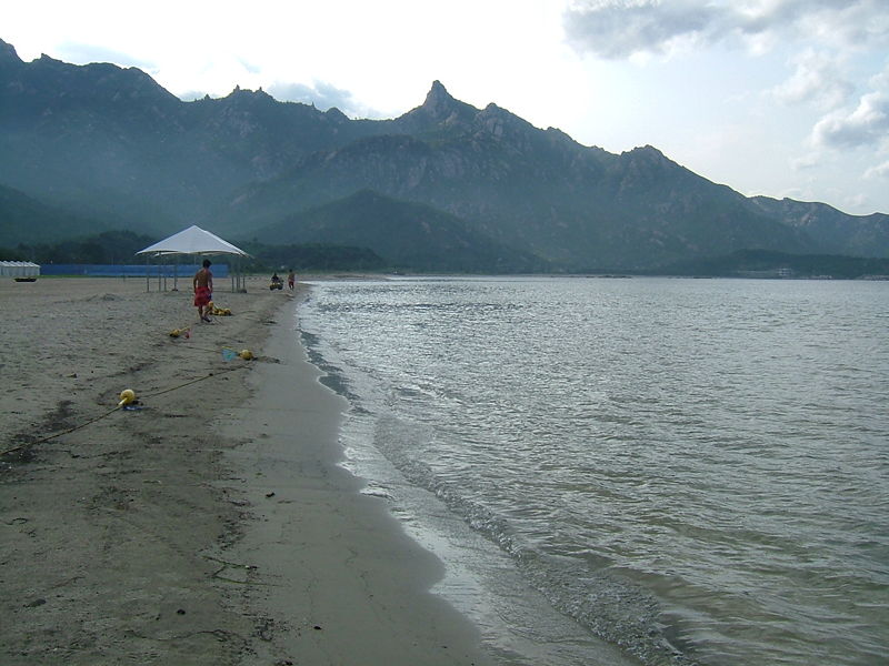 Файл:Kumgangsan-beach.jpg