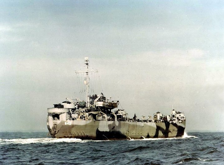 LST-942 underway in late 1944