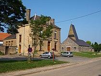 La Neuville-à-Maire-FR-08-mairie & église-03.JPG