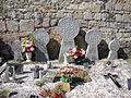 Lacarry (Lacarry e.a. Pyr-Atl, Fr) quintet de steles basques sur une tombe familiale.JPG