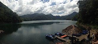 Lake Balinsasayao - Image: Lake Balinsasayao (42012955844)