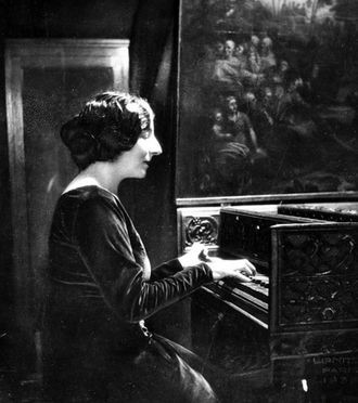 Contemporary harpsichord - Wanda Landowska in 1937. Her highly successful career helped launch the harpsichord back into the musical mainstream