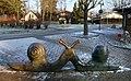 Liesel-Metten Skulptur vor Grundschule in Klein-Winternheim 02.jpg