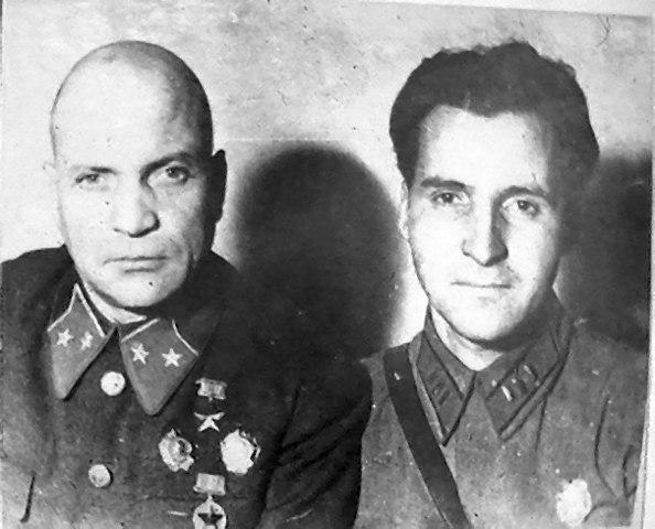 К. Симонов с А. Лизюковым. 1942 год.