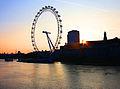 London Eye Ferris Wheel (14769899893).jpg