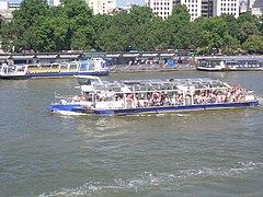 Panorama plezurkrozadboato en Riverdigo-Piero