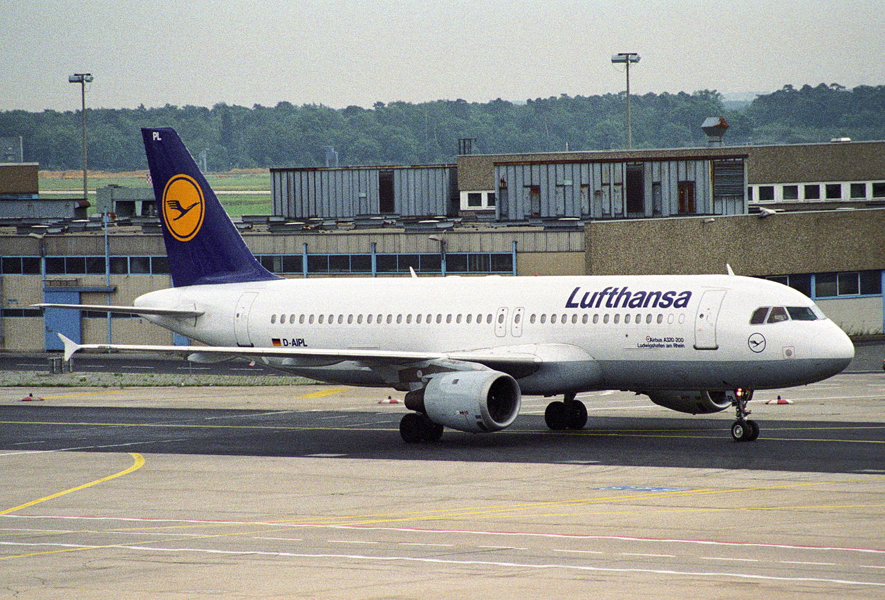 file lufthansa airbus a320 211 d aipl fra 4904994112 jpg wikimedia commons. Black Bedroom Furniture Sets. Home Design Ideas
