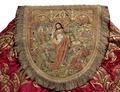 MCC-21485 Rode koorkap met verrijzenis op schild, aurifriezen met Bonifatius, Augustinus en Barbara (3).tif