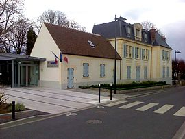 The town hall in Ollainville