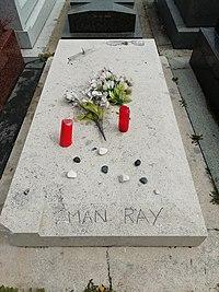 Man Ray tombe.jpg