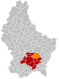 Map of Luxembourg with Niederanven highlighted in orange, the district in dark grey, and the canton in dark red