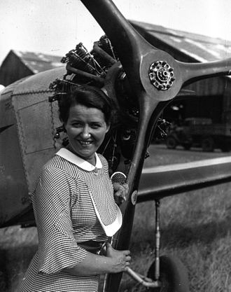 Salmson air-cooled aero-engines - Maryse Hilsz holding the propeller of her Mauboussin M.122 with Salmson 9 Aé.RS, 1935