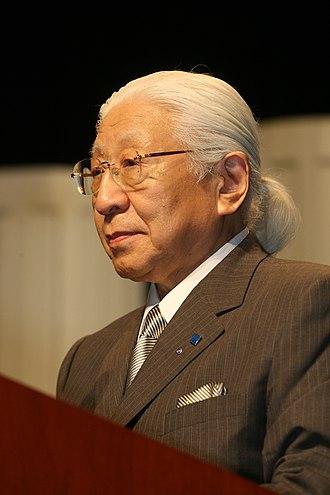 Horiba - Masao Horiba receiving the 2006 Pittcon Heritage Award