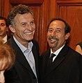 Mauricio Macri entregó la distinción de personalidad destacado de la cultura a Guillermo Franchella (7939949586).jpg