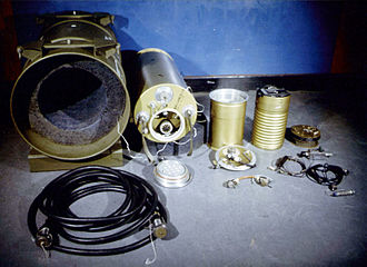 Atomic demolition munition - Internal components of the MADM setup. From left to right: packing container, W45 warhead, code-decoder unit, firing unit.