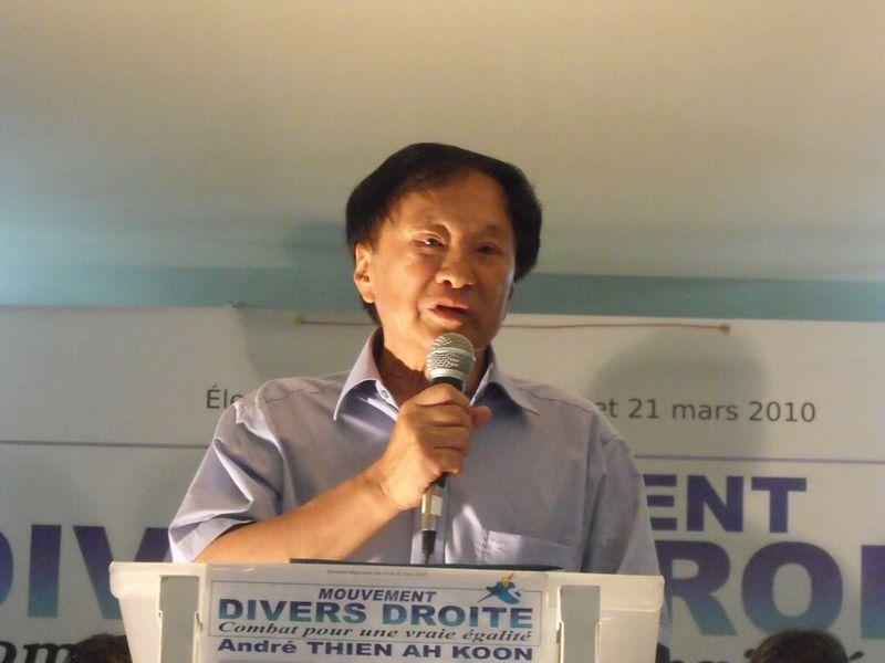 André Thien Ah Koon lors d'un meeting politique en 2010 pour les élections régionales du 14 et 21 mars de la même année