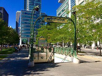 Square-Victoria-OACI station - Hector Guimard's entrance portico