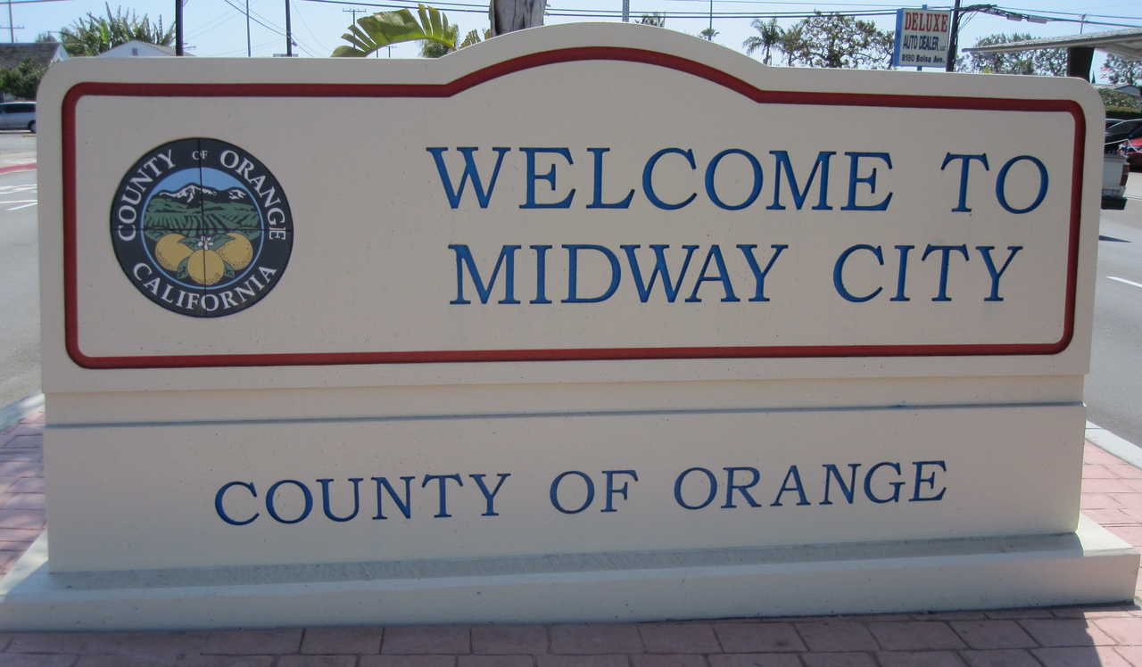File midway city ca welcome sign 2012 png wikimedia commons for Honda dealers orange county