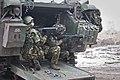 Militairen-nemen-de-verdediging-van-een-ypr-pantserrupsvoertuig-voor-hun-rekening.jpg