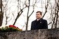 Ministru prezidents Valdis Dombrovskis piedalās svinīgajā vainagu nolikšanas ceremonijā Rīgas Brāļu kapos (8174962583).jpg