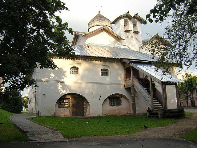 https://upload.wikimedia.org/wikipedia/commons/thumb/f/f4/Mironositsy_churche.jpg/640px-Mironositsy_churche.jpg?uselang=ru
