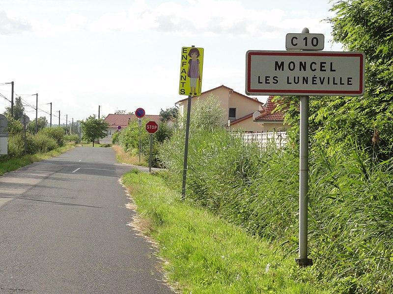 Moncel-lès-Lunéville (M-et-M) city limit sign