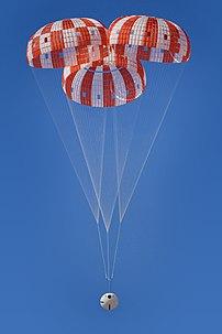 Segunda prova de uma série de oito para a certificação dos paraquedas da Orion para voos espaciais tripulados; Arizona, 8 de março de 2017. (definição 3280×4928)